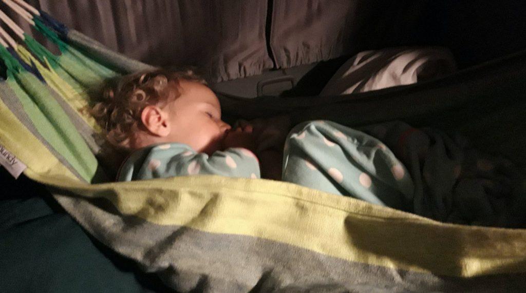baby in de camper