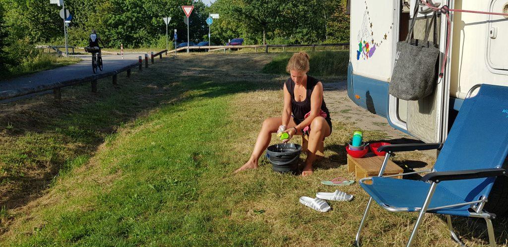 wassen in de camper